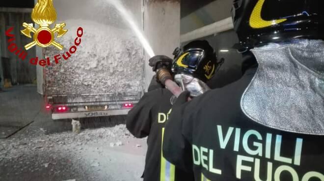 camion a fuoco a pontedera