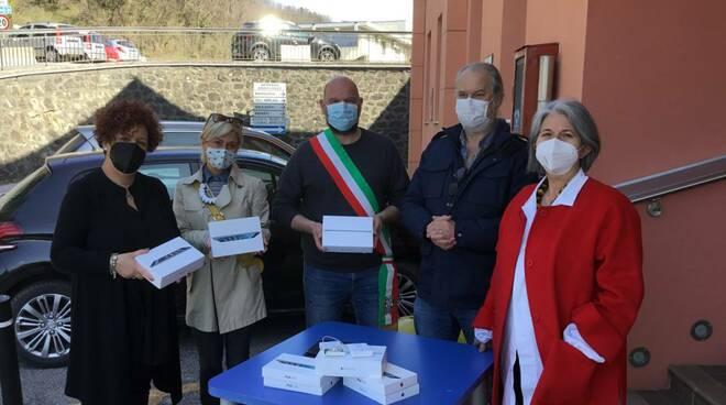 donazione tablet istituto Gallicano a ospedali di barga e castelnuovo