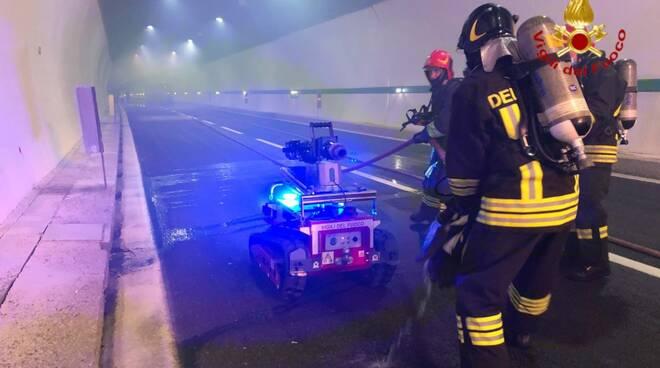 esercitazione vigili del fuoco galleria Rimazzano Collesalvetti