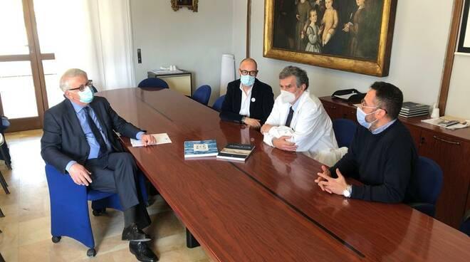 Fondazione Banca del Monte di Lucca consegna
