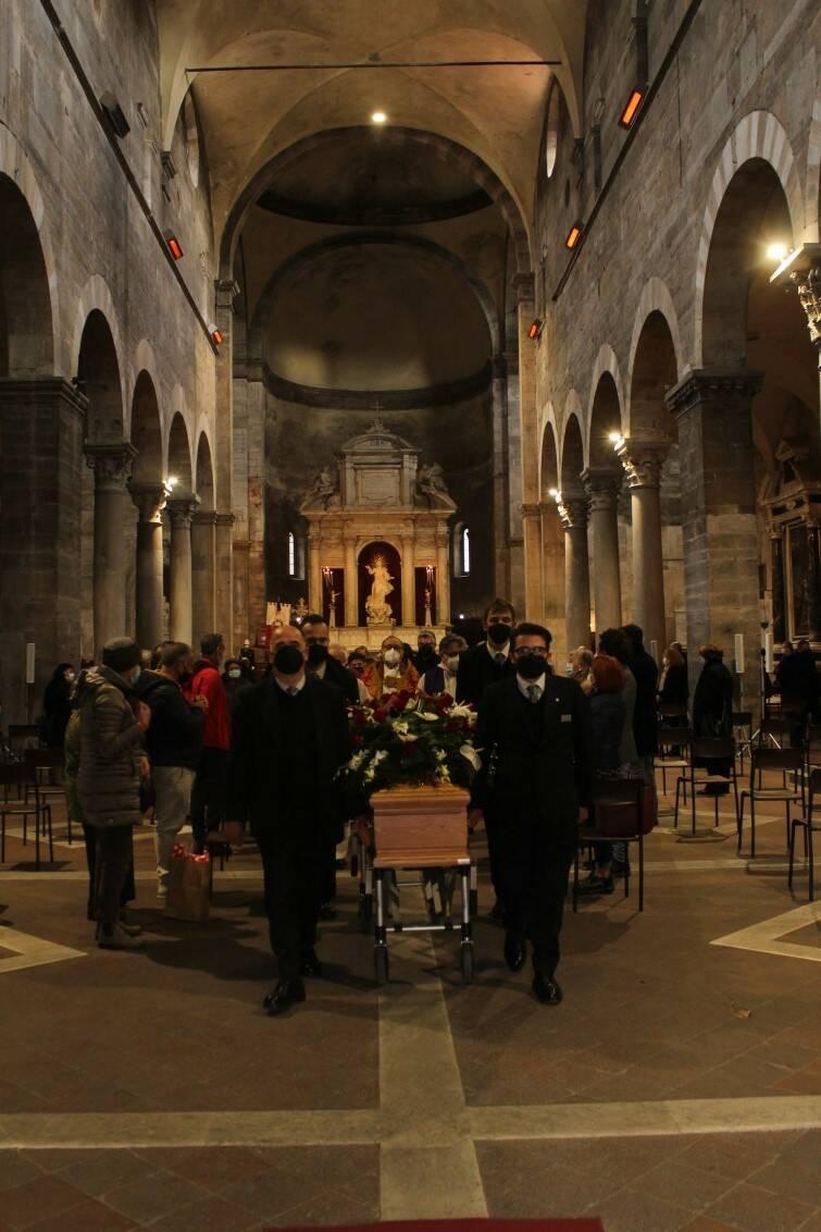 In tanti al funerale dell'ex sindaco Mauro Favilla