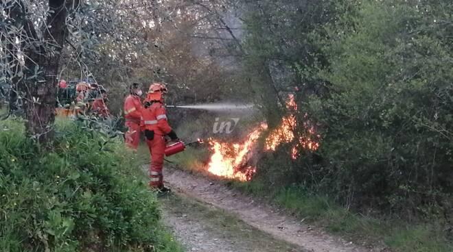 incendio di bosco a cerretti di santa maria a monte