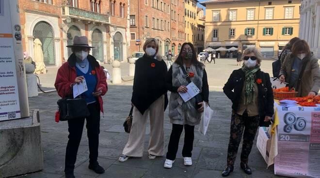Infermiere in piazza san Michele per l'8 marzo