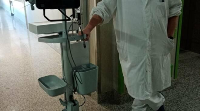 laringoscopio donato all'ospedale lotti di pontedera dall'unione valdera