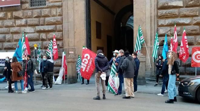 lavoratori aeroporti in presidio a Pisa e firenze
