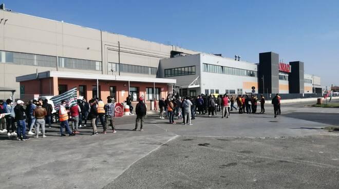 Lavoratori di trasporto e logistica in presidio al magazzino Conad di Montopoli Valdarno
