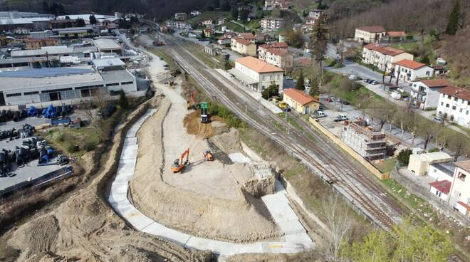 Lavori di realizzazione del sovrappasso della linea ferroviaria a Castelnuovo