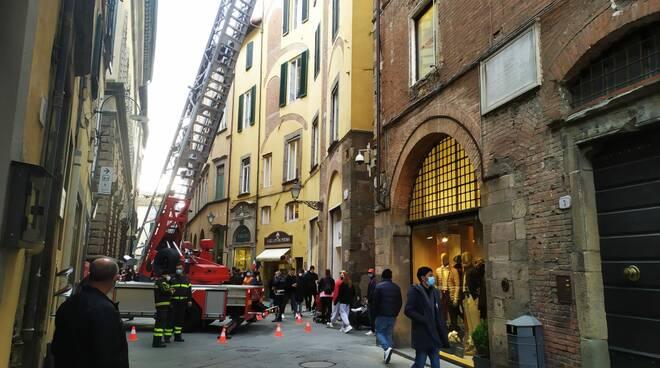 plexiglass caduta via Santa Croce via Fillungo