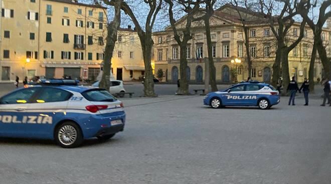 polizia piazza Grande spray peperoncino aggressione agenti