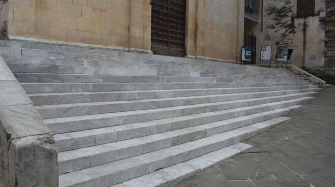 pulizia duomo pietrasanta scalinate