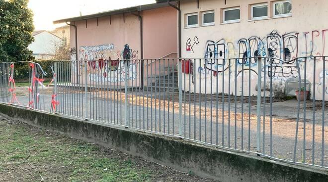 scuola Giusti Sant'Anna degrado spazi esterni