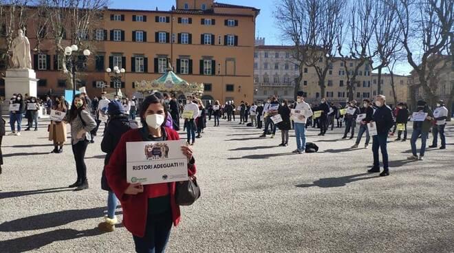 Simona Testaferrata manifestazione piazza Napoleone