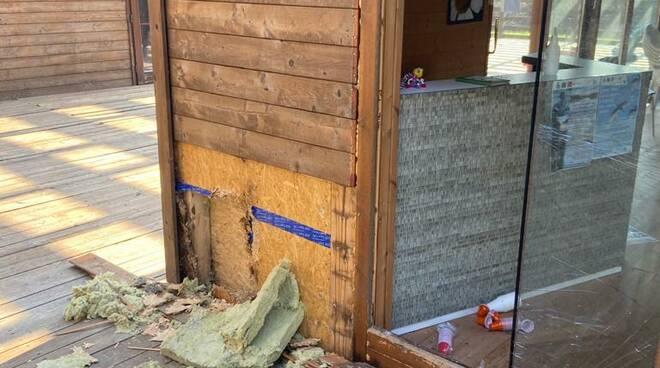 vandali al centro visitatori dell'area del Sibolla
