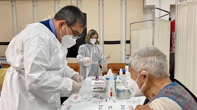 angelo scaduto vaccina gli over 80 contro il coronavirus