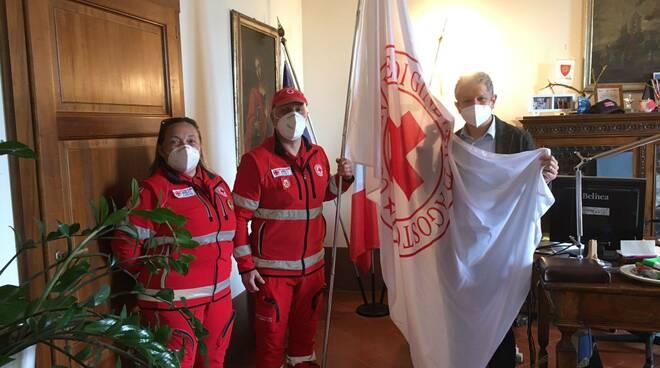 Bandiera croce rossa italiana a Giglioli