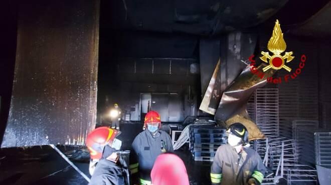 Incendio azienda Volterra 14.04.2021
