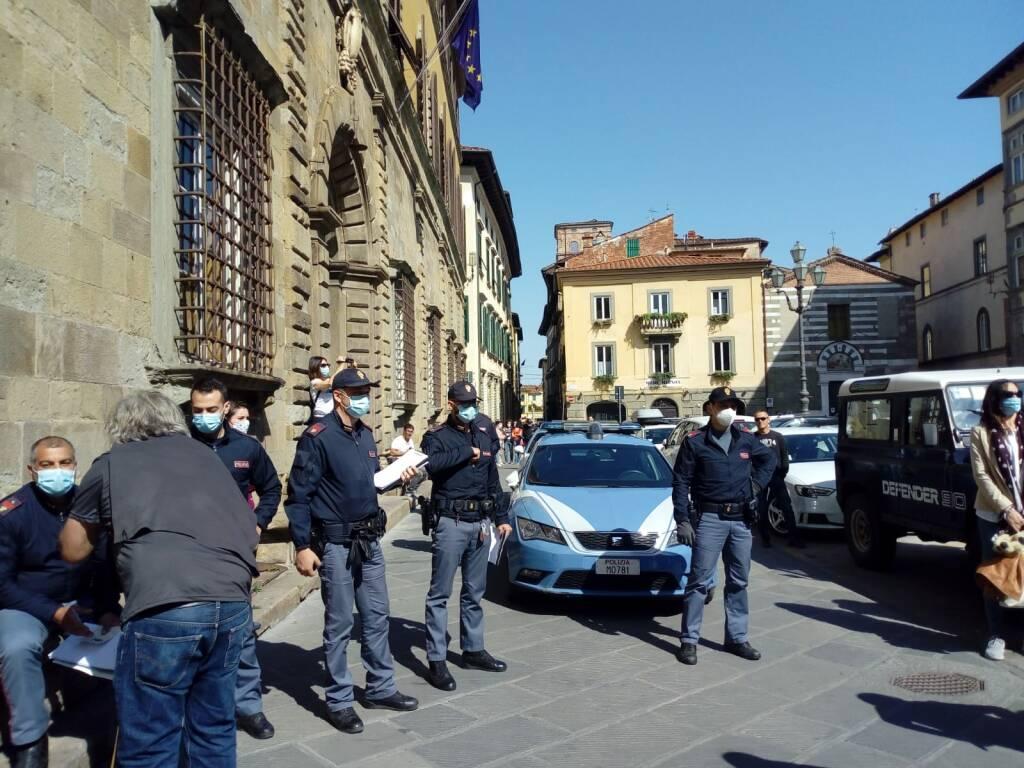 Manifestazione no mask in centro storico