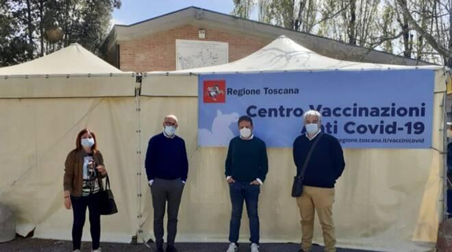 Massarosa hub vaccinale Viareggio visita Rosi Barsotti e Mauro