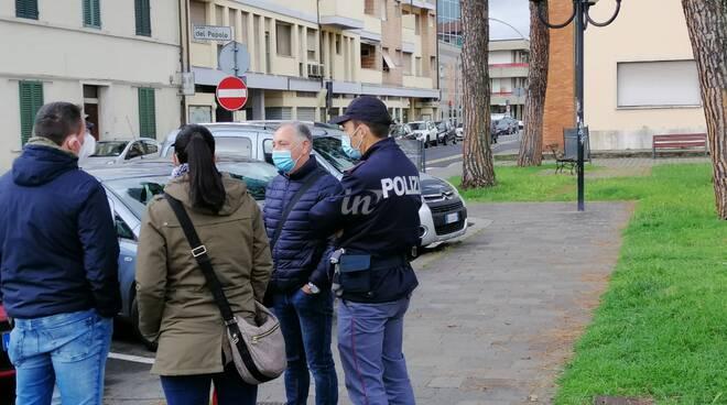 Polizia davanti al comune di Santa Croce