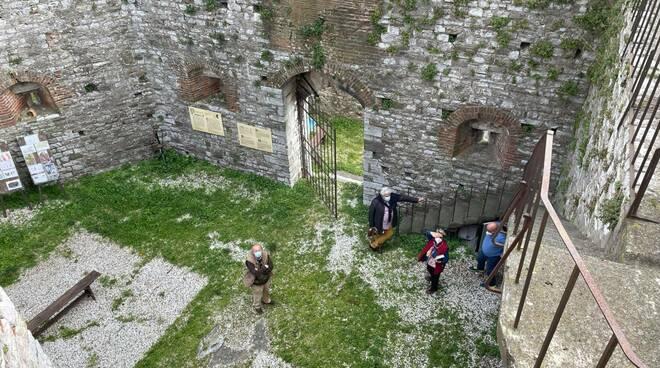 sopralluogo Raspini al castello di Nozzano