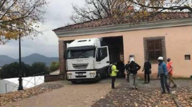 camion sulle mura di Lucca