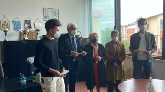 Il Club Nautico Versilia ha consegnato le borse di studio 2019 intitolate a Maurizio e Bertani Bennati:.