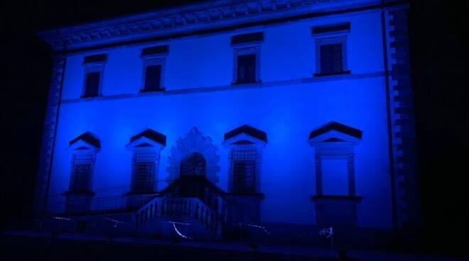 festa europa edifici illuminati di blu in Toscana
