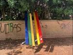 panchina arcobaleno divelta