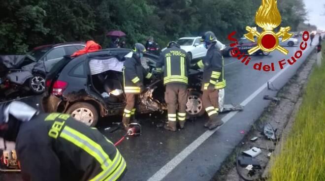 incidente auto cappottata vigili del fuoco Pisa