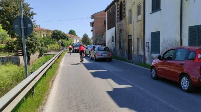 incidente ciclista via vecchia pisana