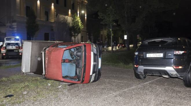 incidente circonvallazione auto ribaltate