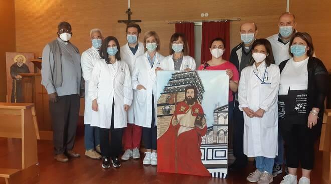 L'infermiera Francesca D'Amelio dona un suo dipinto all'ospedale di Pistoia