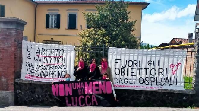 """""""Non Una di Meno"""" protesta Barga"""