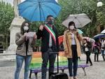 panchina arcobaleno, inaugurazione a Lucca