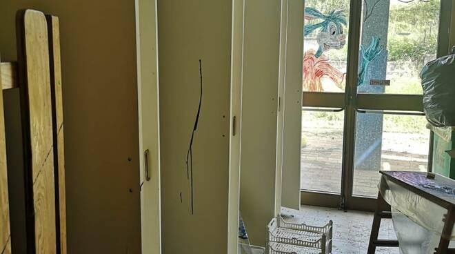 raid vandalico scuola di Quiesa