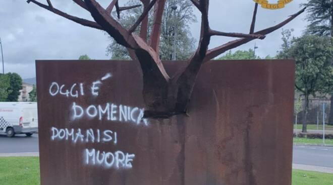scultura danneggiata porta Sant'Anna