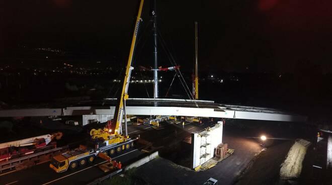 Varato il nuovo cavalcavia sopra l'A12: unisce via Olmi a via Unità d'Italia