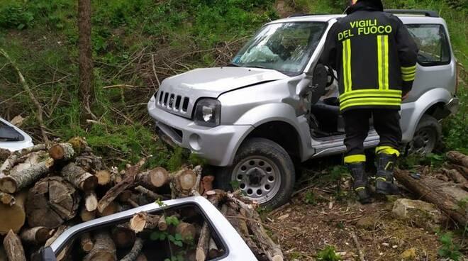 auto nella scarpata Ortignano Raggiolo San Piero in Frassino vigili del fuoco