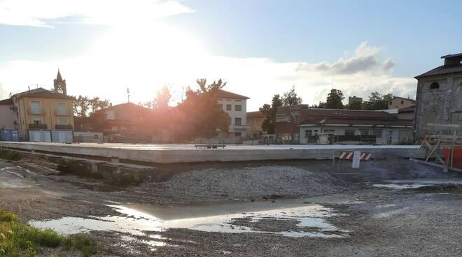 affiora l\'acqua nel cantiere della Piazza Coperta