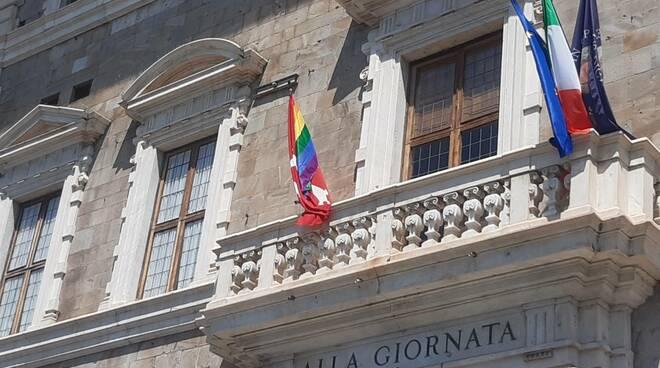 bandiera arcobaleno unipi