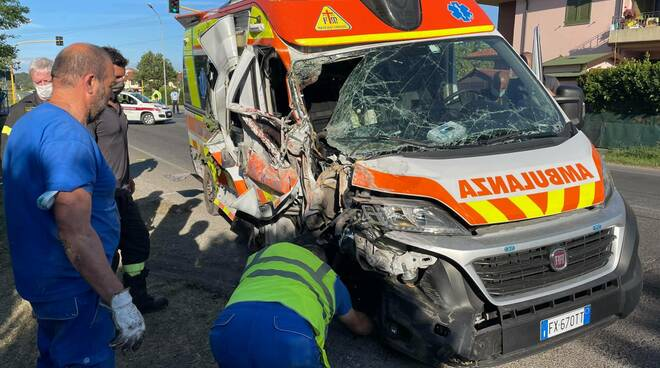 Incidente ambulanza misericordia Montecalvoli 24 giugno 2021