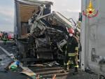 incidente in a1 tra tir e auto