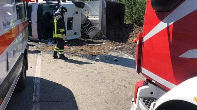 incidente Pomarance camion ribaltato