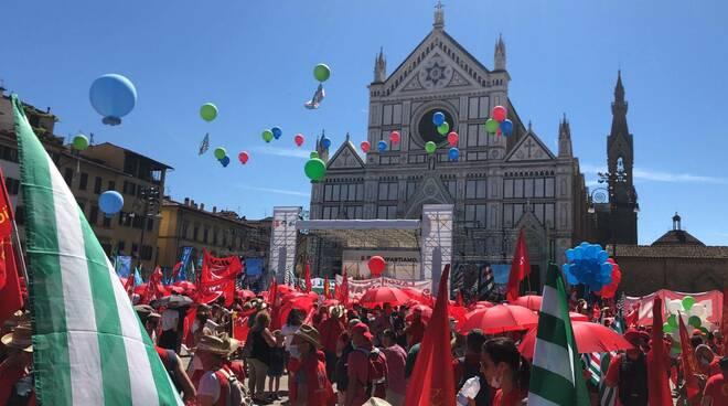 lavoro sindacati in piazza a Firenze