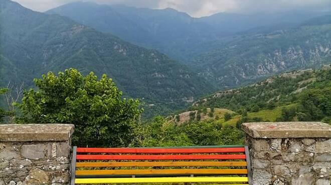 Panchina arcobaleno Montefegatesi