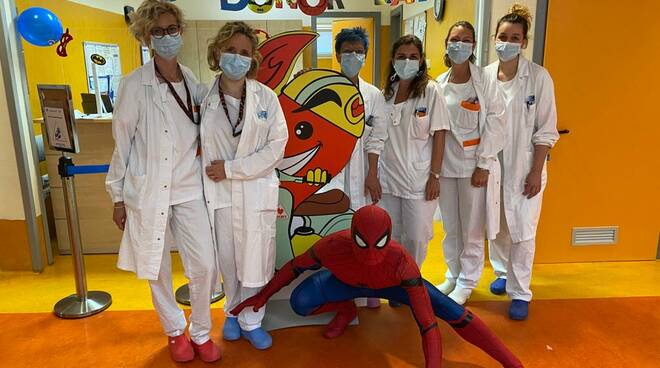 Spiderman ospedale pontedera donazione sangue