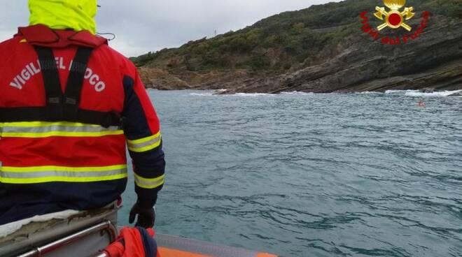 vigili del fuoco sub in mare