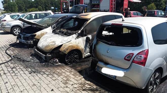 Auto fiamme san luca