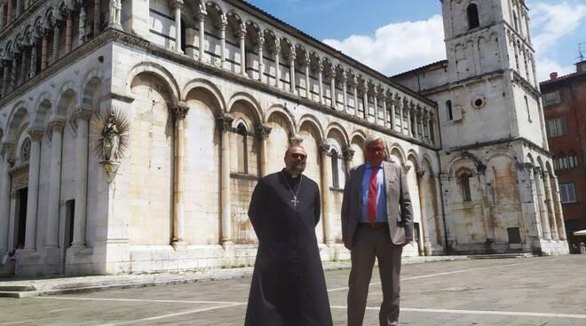 Giulietti e Bertocchini davanti San Michele