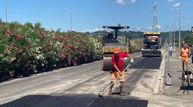 lavori al manto stradale nel marcolotto industriale di castelfranco